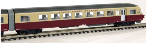 RAe 1053 (Hobbytrain art.1405) con intercomunicanti grigi.