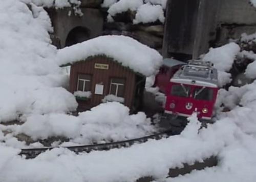 Neve su un plastico a tema svizzero