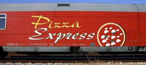 DEttaglio i logo e marcature della Pizza Express - foto © Ernesto Imperato da trenomania.og