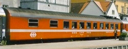 Altro lato della SBB-RIC-WRm - Foto Ewald Müller da railfaneurope.net