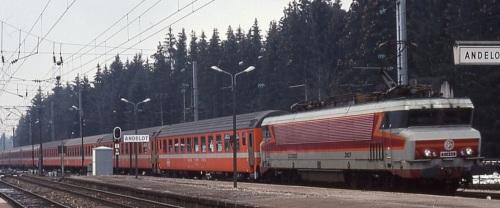 Convoglio C1 in Francia (carrozze svizzere). Treno Foto André Knörr da flickr