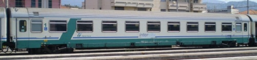 61 83 19-90 165-7 A n livrea InterCity Plus - Foto © marcoclaudio da trenomania