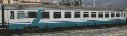 61 83 21 90 779-1 B in livrea InterCity Plus - Foto © E.Imperato da trenomania