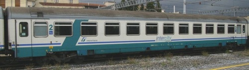 61 83 21 90 779-1 B in livrea InterCity Plus - Foto © E.Imperato da trenomania