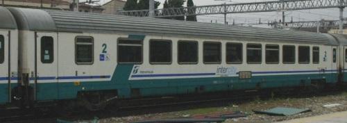61 83 28 90 023-7 BH - InterCity Plus, lato opposto alla ritirata - Foto © E. Imperato da trenomania