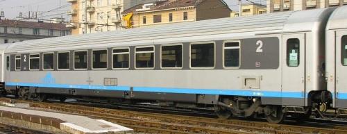 61 83 28-90 043-5 BH Cisalpino, lato opposto alla ritirata. Foto © Massimo Rinaldi da railfaneurope.net