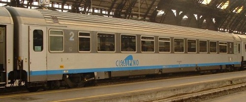 61 83 28-90 043-5 BH Cisalpino, lato ritirata. Foto © Massimo Rinaldi da railfaneurope.net