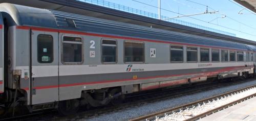 61 83 85-90 090-6 BHR - Foto © trainsimsicilia.net