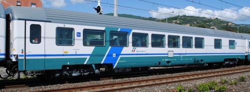 61 83 85-90 209-2 I-TI BRH - una delle carrozze del progetto IC 270 nel 2013 a Lavagna. - Foto © Marco Claudio Sturla da trenomania