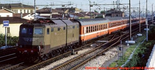 Adria Express a Rovigo nel 1987 - Foto © E.Paulatti. Si noti la prima vettura ÖBB mista (AB).