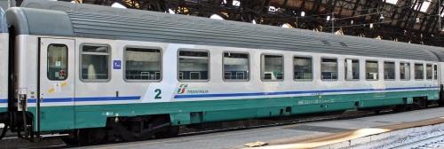 B 61 83 21-90 648-8 in livrea XMPR con fascia bianca - Foto ©M.Paa da trenomania