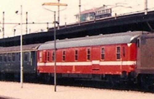 L'altro lato di un Dz UIC-X 75 a Bologna il 3/6/81. Foto © Johannes Smit da flickr