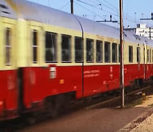Carrozza ristorante del TEE in corsa, lato corridoio - immagine tratta da un filmato su youtube