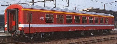 SNCB M4 di prima classe, nella livrea simil-C1 ma in rosso.