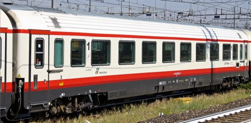 61 83 19-90 408-1 A - Prima classe ex GC Salone in livrea Frecciabianca - Foto © Manuel Paa da trenomania
