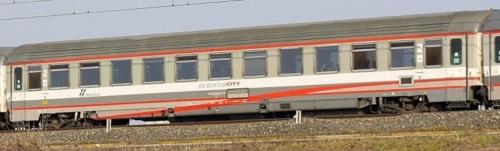 61 83 29-90 254-7 B, Z1 ESCI ex seconda classe, lato ex corridoio. - Foto © Manuel Paa da trenomania