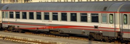 61 83 29-90 322-2 B, Z1 ESCI ex seconda classe, lato ritirata. - Foto © Manuel Paa da trenomania