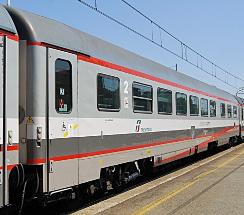 L'altro lato di una BHR ESCI - 61 83 85-90 032-8- Foto © Gabriele Cipolla da trainsimsicilia