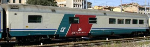 61 83 88 90 115-4 WR Livrea XMPR Ristorante - Foto © E.Imperato da trenomania