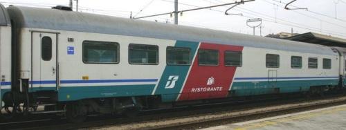 61 83 88 90 164-6 WR - Livrea XMPR Ristorante - Foto © E.Imperato da trenomania