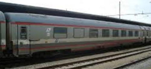 Altra vista di una BRH ex GC compartimenti, lato ritirata, dopo la riverniciatura in livrea ESCI - Foto dal forum di ferrovie.it