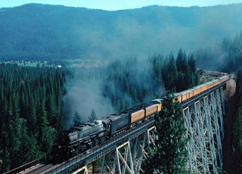 Passaggio sul Clio Trestle, Foto © Tim Repp 1993 da flickr. Si noti la locomotiva con tre tender!