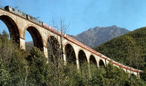 Le Panoramawagen sul Col di Tenda. Foto da /forum.e-train.fr