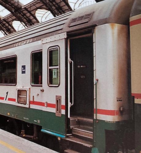 Un GC, la 18-98 569, in livrea XMPR con riga rossa, Foto © F.Sozzi