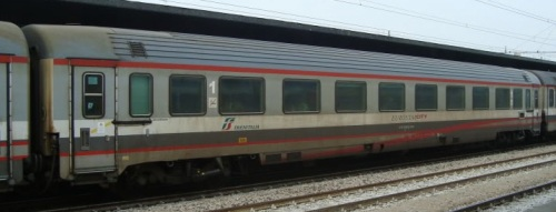 Una ex-compartimenti Tipo 1985: 61 83 19-90 355-4 A, lato ritirata - Foto © autore ignoto (Marklar?) dal forum di ferrovie.it