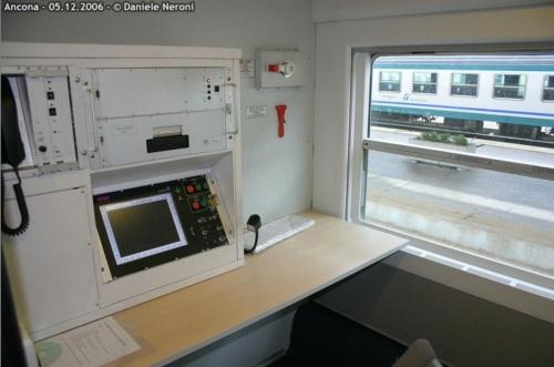Interno di una BHR: compartimento del capotreno - Foto © Daniele Neroni da www.leferrovie.it