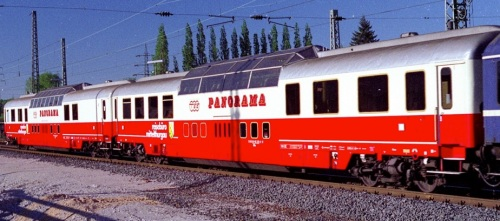 Coppia di Panoramawagen di Mittelthurgau - una tipo 62 e una tipo 63 - Foto Koplx da drehscheibe-online.de