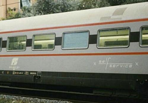 Dettaglio della scritta Self Service sulla fiancata - trato da una foto del 1997 © Fabrizio Tellini da trenomania