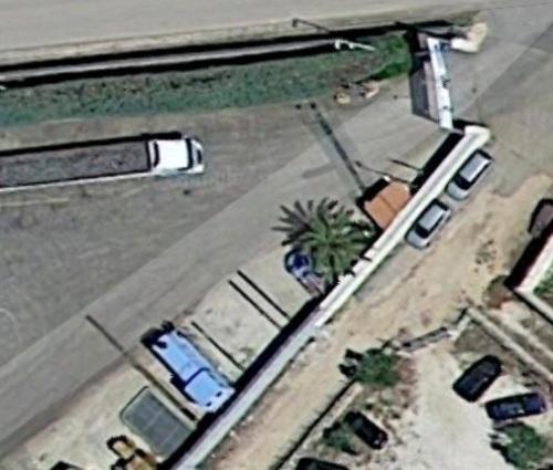 Ma motrice bli, monumentata a Terlizzi (Ba) al'ingresso di Ferramenta Pugliese. Da Google Maps