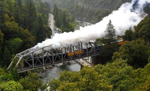 Transito a vapore sul Tobin Bridge. Foto © Werner G. Möhrle da heideundwerner.com