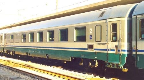 La stessa carrozza, 85-90_000-5 BRH, lato ritirata - Foto © Luigi Voltan