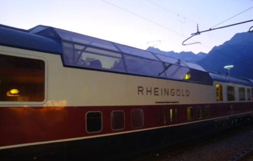 Carrozza Rheingold panoramica a Merano nel 2010. Immagine da un filmato youtube
