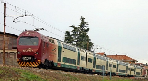 TAF Malpensa Express, Foto CC Stefano Paolini da MediaWiki. Si noti il pantografo monobraccio