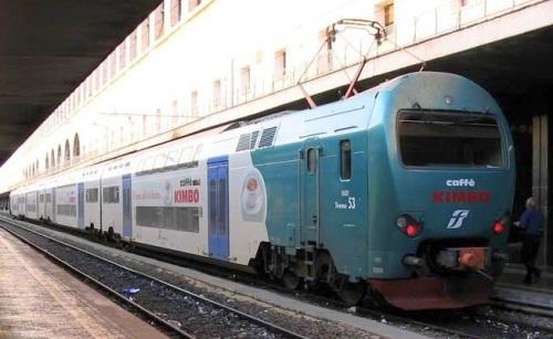 TAF n.53 con pubblicità Kimbo, foto © Lillo Petruzzella da trenoincasa.forumfree.it