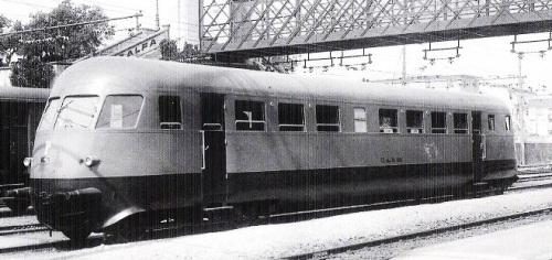 Aln 56.4001 nell'estate 1939 in corsa di prova sosta nella stazione di Sestri Levante. Foto © Ansaldo, tratta da marllinfan.com