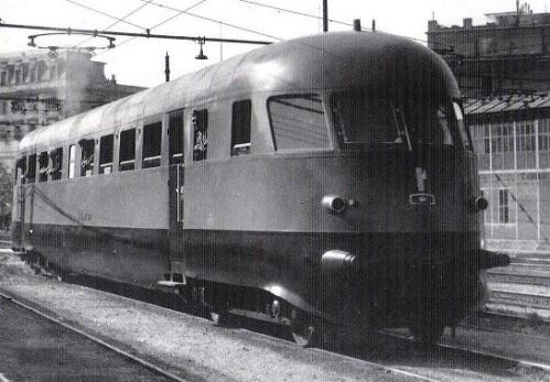Aln 56.4001 nell'estate 1939 a Sampierarena. Foto © Ansaldo, tratta da marllinfan.com