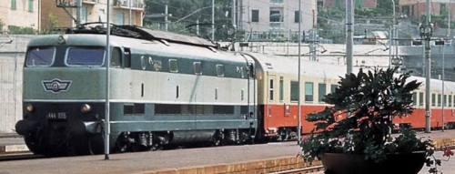 E.444.035 Baffoblu a Cogoleto nel 1970 (?) - foto pamwagner da www.ferrovie.it