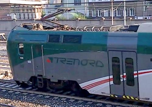 TAF Trenord con pantografo Monobraccio - foto da trenoincasa.forumfree.it
