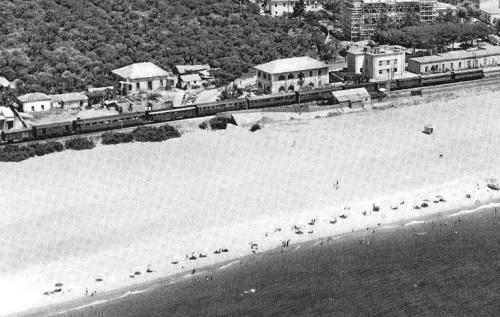 Doppia trazione di D.341 a Melito di Porto Salvo negli anni '60, foto tratta da forum di ferrovie.it