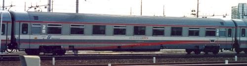 UIC-Z1 ex prima classe il livrea ESCI: 61 83 29-90 527, lato ritirata - Foto © Luigi Voltan (grazie Gigi!)