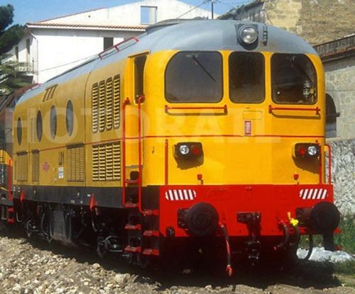 FMT NA 0489 ex L.01 HUPAC, ex D.341.1054 a Partinico (PA) nel 2004 - Foto © Stefano Paolini da photorail.com