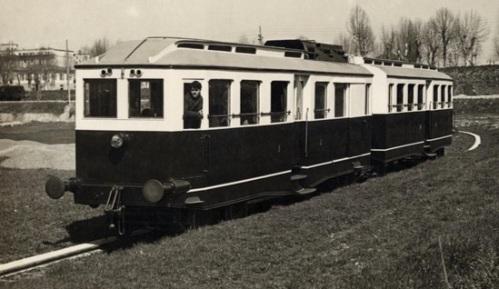 L'automotrice T3 sul binario di prova dello stabilimento delle Auto Guidovie Italiane nel 1925.