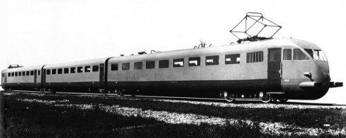 ETR200 prima serie, fto Breda. In primo piano la crrozza B, Vista del lato opposto
