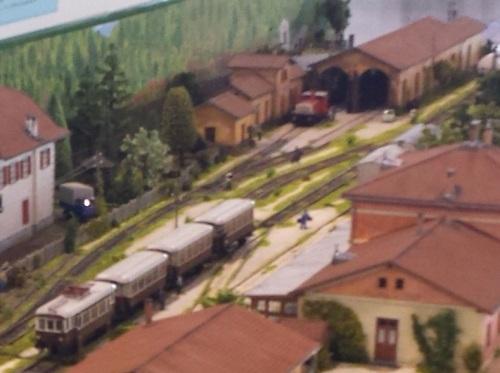 Ferrovia Elettrica Transatesina - accanto al deposito lo Jenbacher degli ultimi anni di esercizio