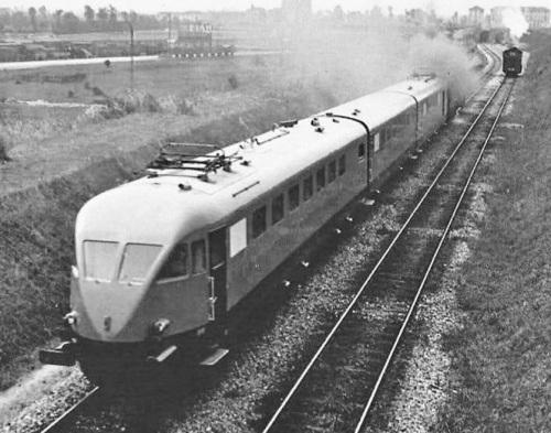 1936: uno dei primi ETR.200 viene trasferito a vapore lungo la cintura di Milano. Foto Publifoto, tratta da marklinfan.