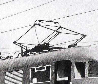 Il pantografo Tipo 42LR a bracci rinforzati - Particolare da Foto FS - tratto da marklinfan
